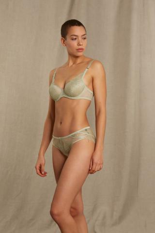"""Frontansicht """"Das Blusenwunder"""" Spacer-BH   Half Cup Serie Stunning 74518   Mey Bodywear"""