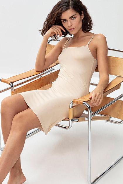 Vrouwelijke silhouetten met onderrokken & bodydresses | mey®