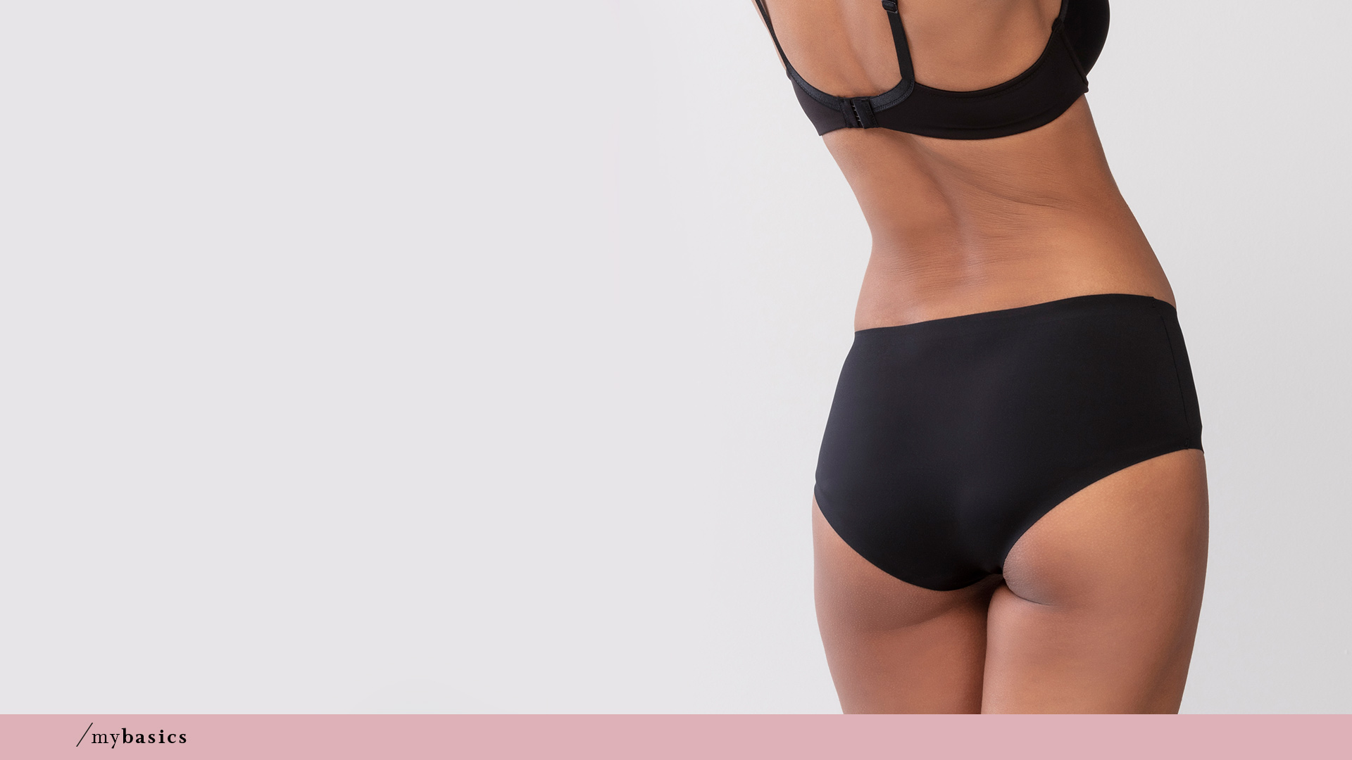Dame trägt schwarzen High-Waist Pants mit Shape-Effekt aus der Serie Cocoon von mey®