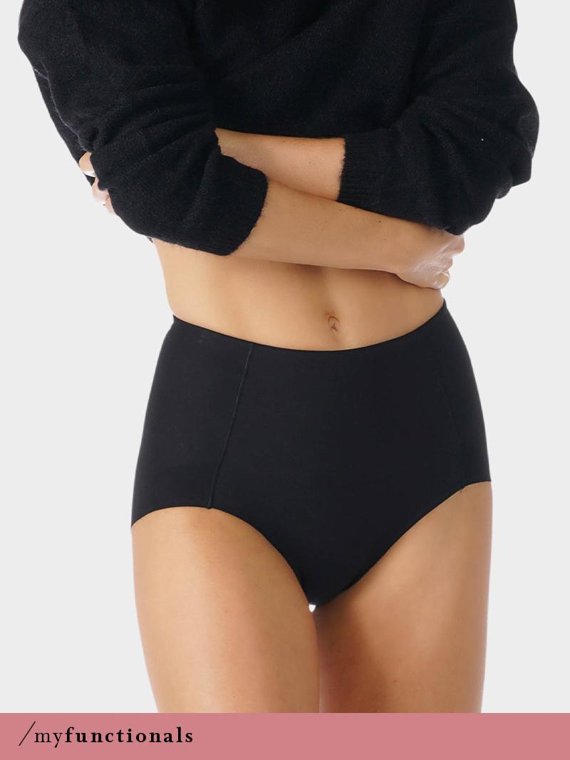 Dame trägt schwarzen High-Waist Pants mit Shape-Effekt aus der Serie Nova von mey®