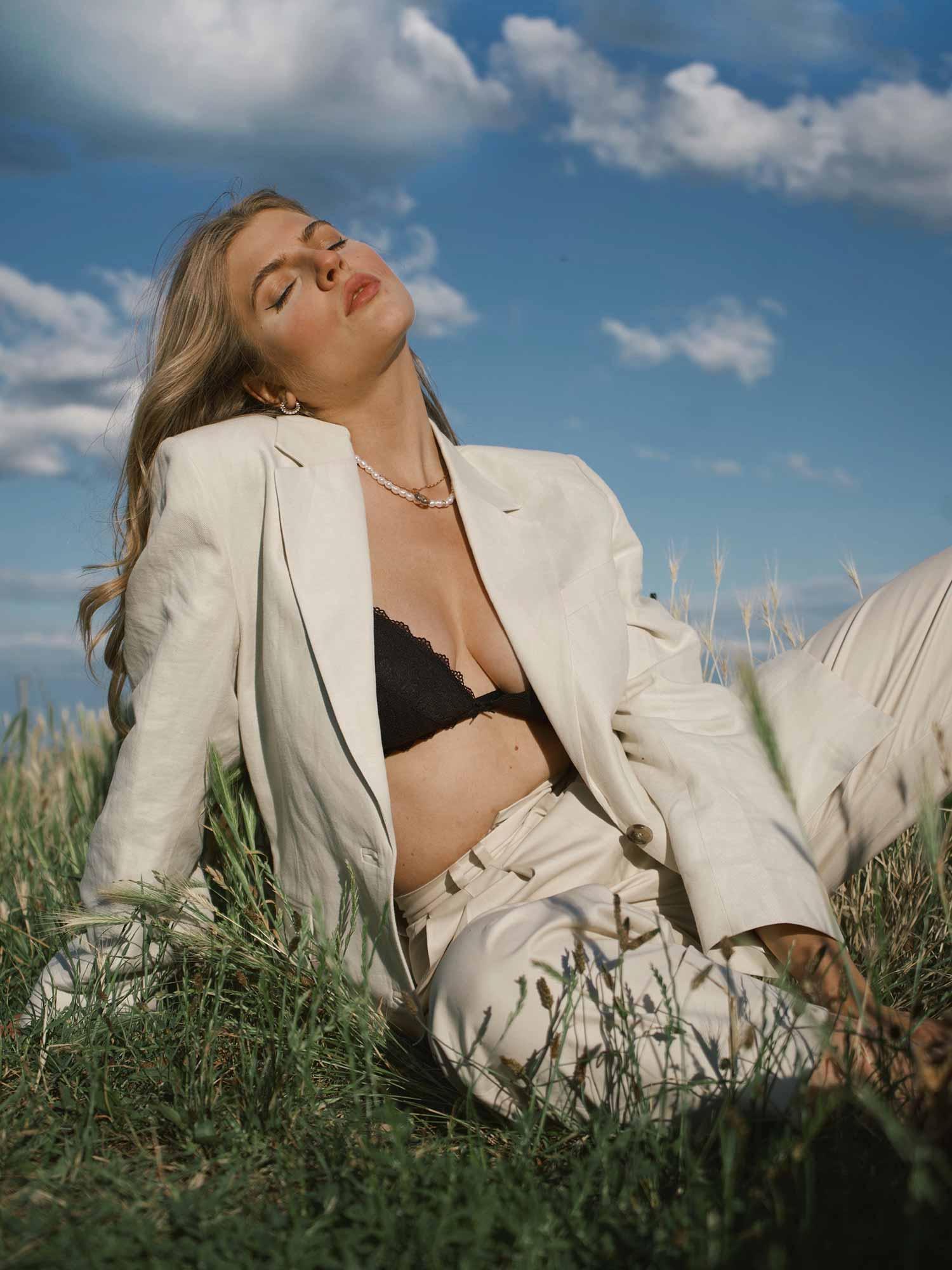A well-fitting black bra belongs in every underwear drawer. | mey®