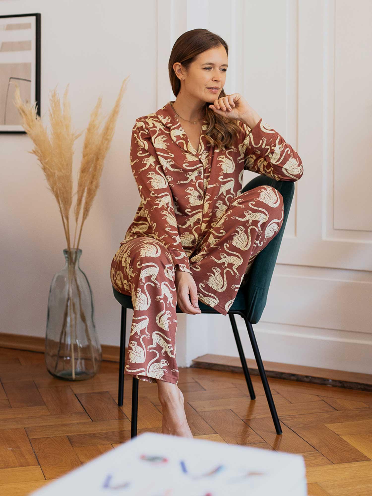 Die Loungewear macht nicht nur gute Laune, sondern ist dank des weichen Materials super gemütlich. | mey®