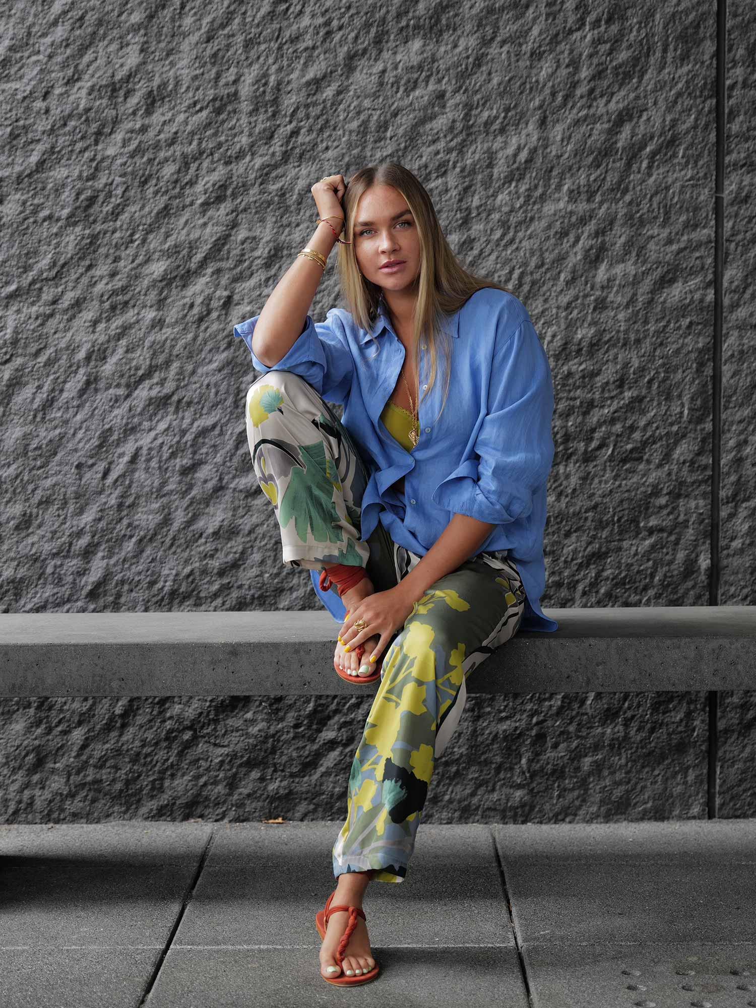 Loungewear-Hose kombiniert zu Leinenhemd von @ninausess | mey®