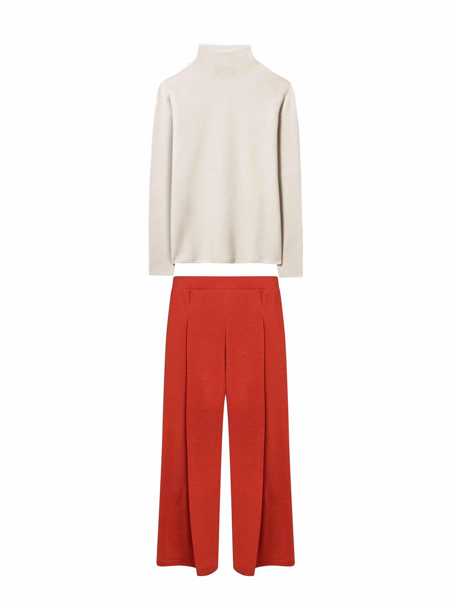 Rote Culotte von mey kombiniert zu hochwertigem Strick von Luisa Cerano