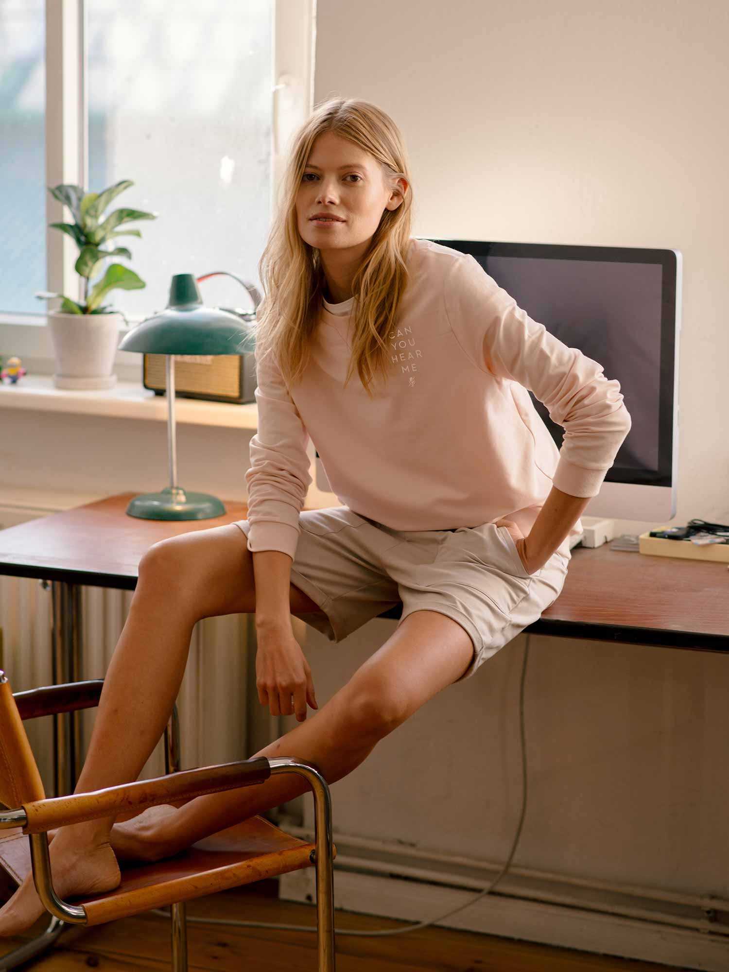 Home office outfit of jumper and long trousers in light pink for her from mey