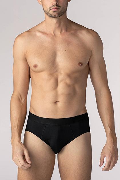 mey® Serie Business Class, schwarze Jazz-Pants am Model