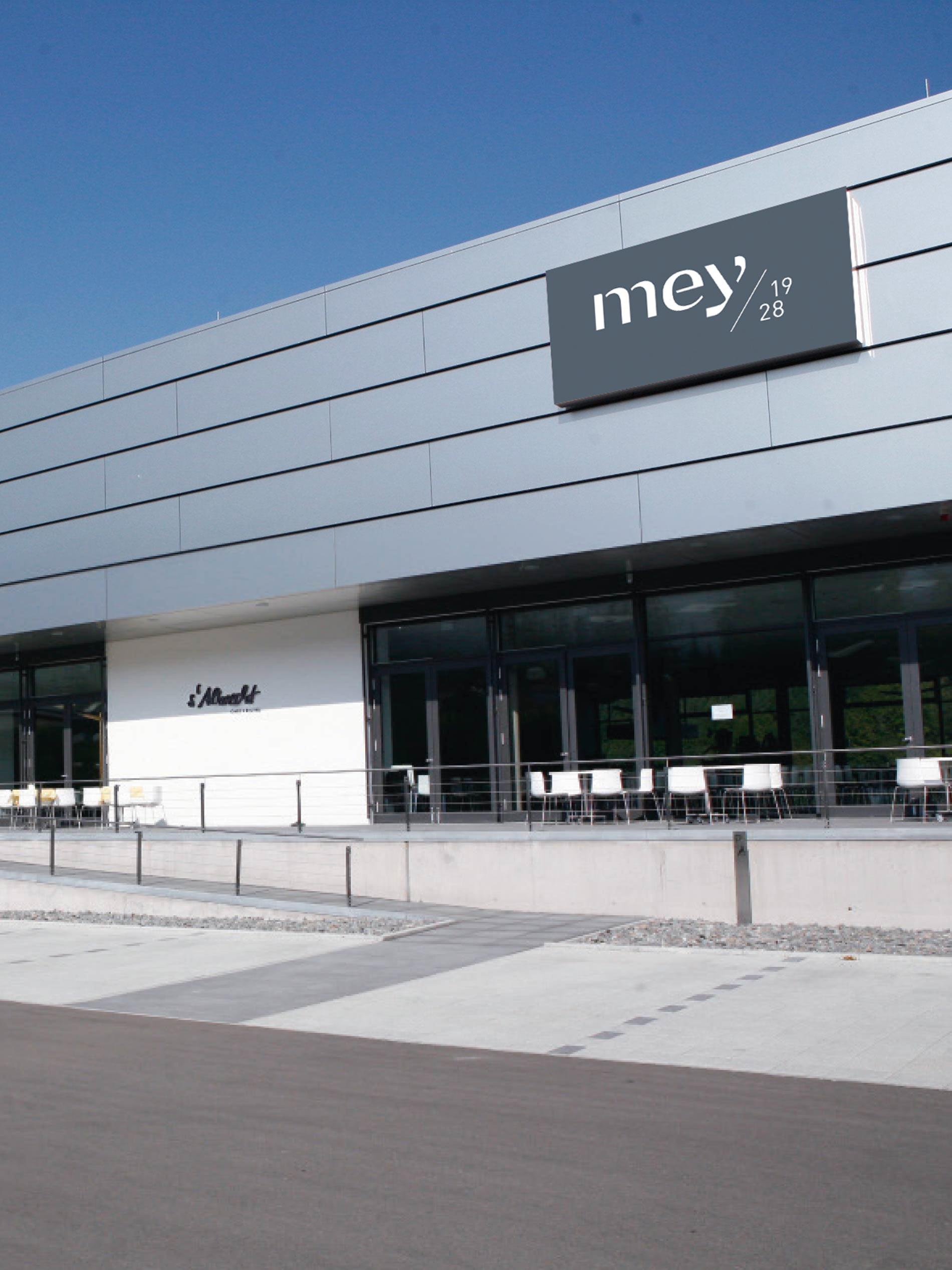 mey Neubau in Albstadt, Deutschland mit Parkplatz, Betriebsrestaurant und dem Bistro s'Albrecht | mey®