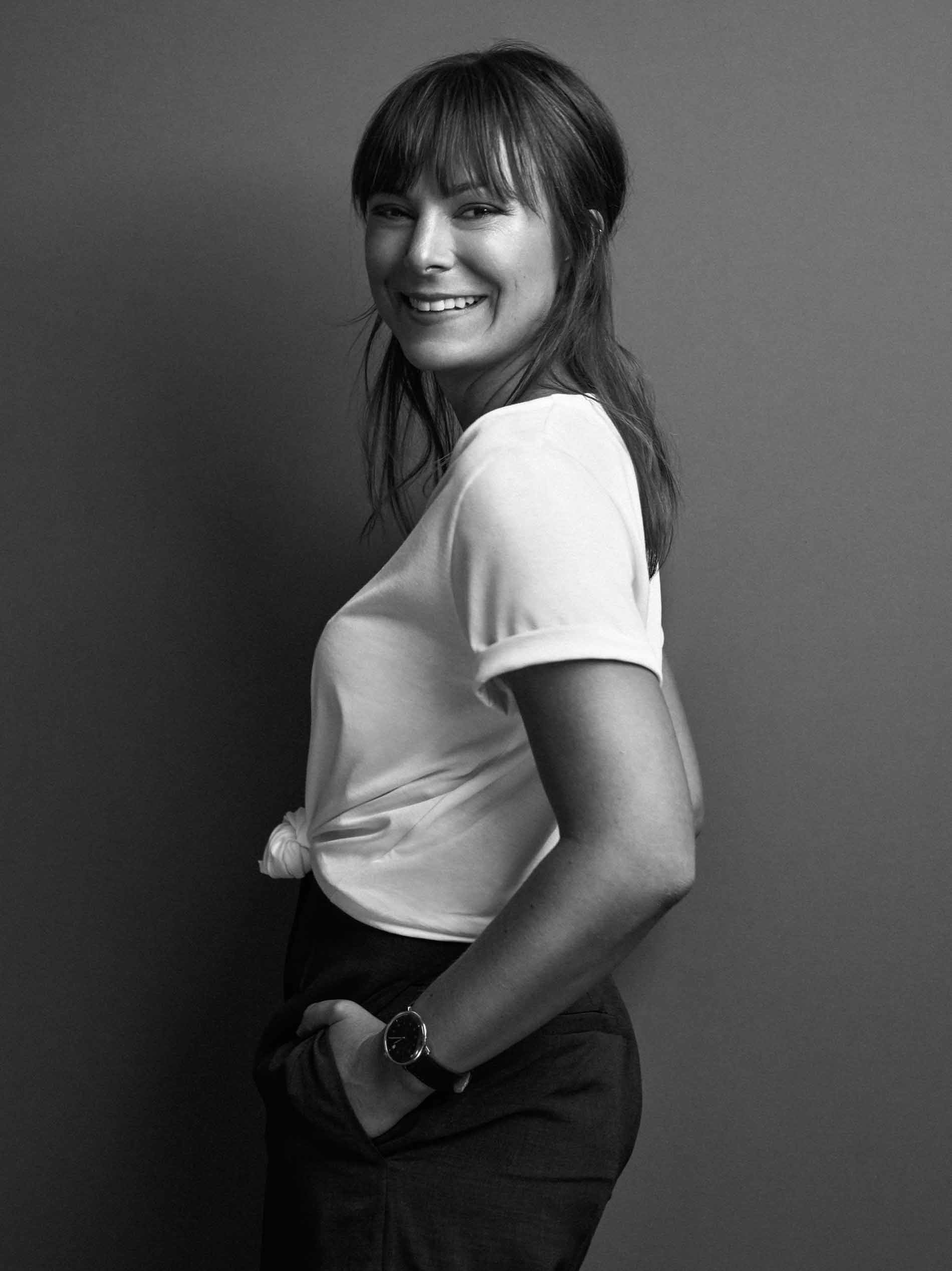 employee portrait of Anne Herrmann from the side in a white T-shirt | mey®