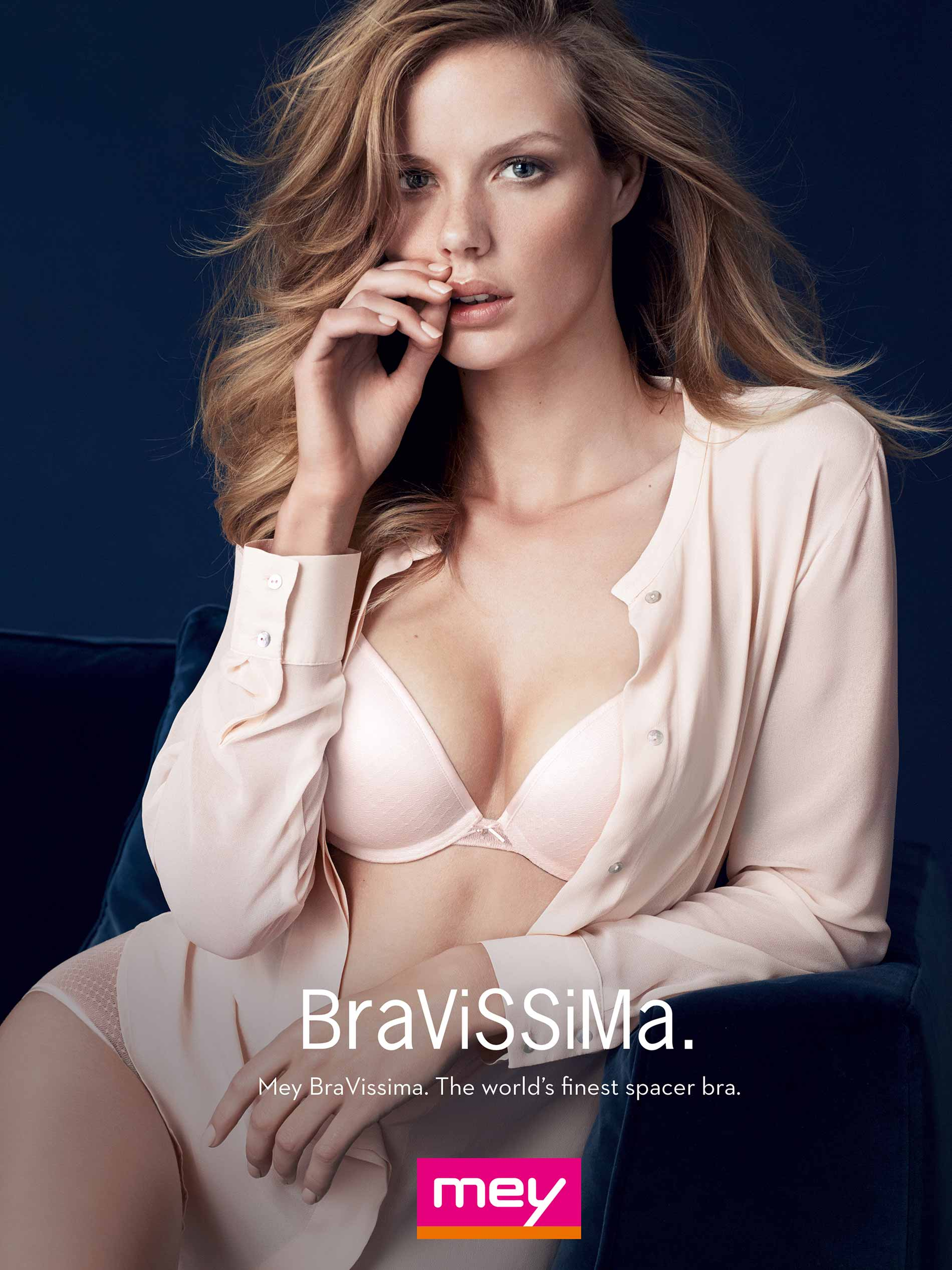 advertisement for the Blouse Spacer: BraVissima – the world's best spacer bra, female model in a light pink blouse and light pink spacer bra | mey®