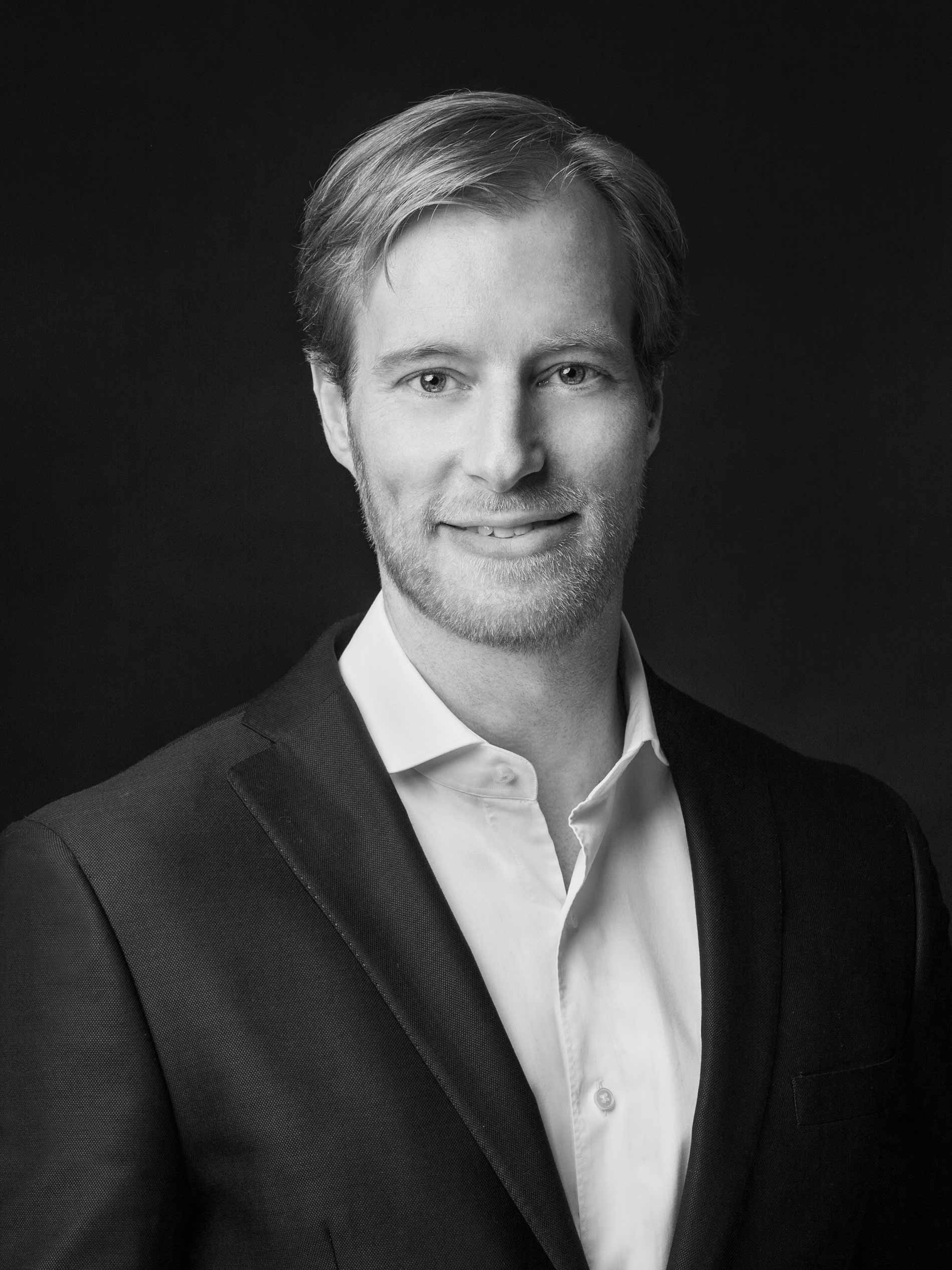 Photo portrait of Florian Mey in black and white | mey®