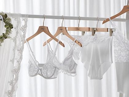 Dit is wat de bruid en bruidegom eronder dragen | mey®