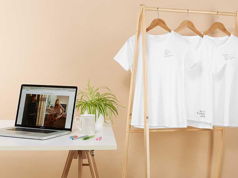 Weiße Damen Bascis-Shirts fürs Homeschooling
